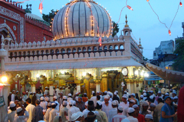 হযরত নিজাম উদ্দিনের দরগার বিখ্যাত কাওয়ালী গান বন্ধ