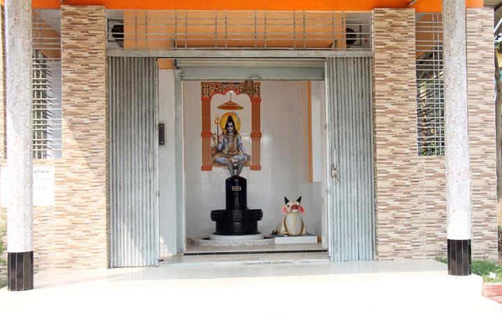 আখাউড়ায় সোমবার রাধামাধব আখড়ায় শিব মন্দির প্রতিষ্ঠা পুজা উদযাপন