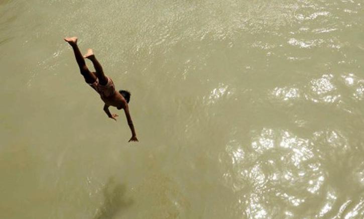 ব্রাহ্মণবাড়িয়ায় পুলিশের ভয়ে নদীতে ঝাপ দিয়ে এক ব্যক্তির মৃত্যু