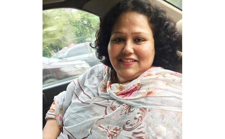 প্রেম এখনও গোলাপের সুবাসে: এলিজা আজাদ